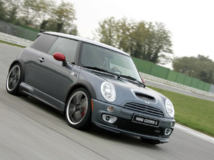 Mini_cooper_Works_GP_road.jpg