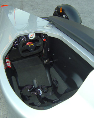 SUB G1 3 Wheeler interior