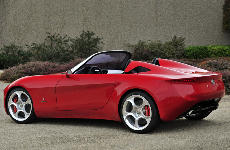 Alfa_Romeo_2uettottanta_by_Pininfarina_rear.jpg