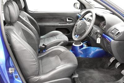 Renault_Clio_V6_interior.jpg