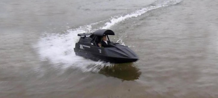 James Bond 007 Jet Boat
