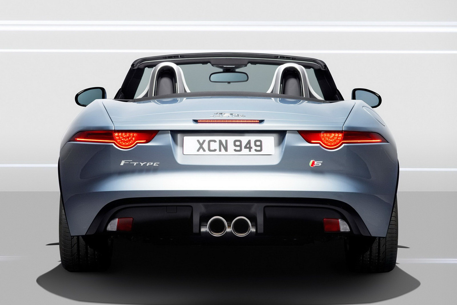 2013-Jaguar-F-Type-21.jpg