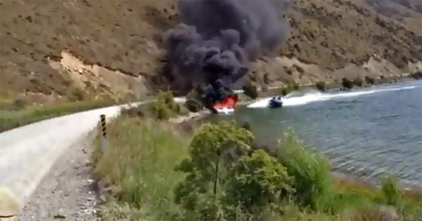 Video: New Zealanders have an unusual way of dealing with boat fires