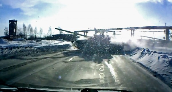 Video: Tank cuts off driver on Russian highway