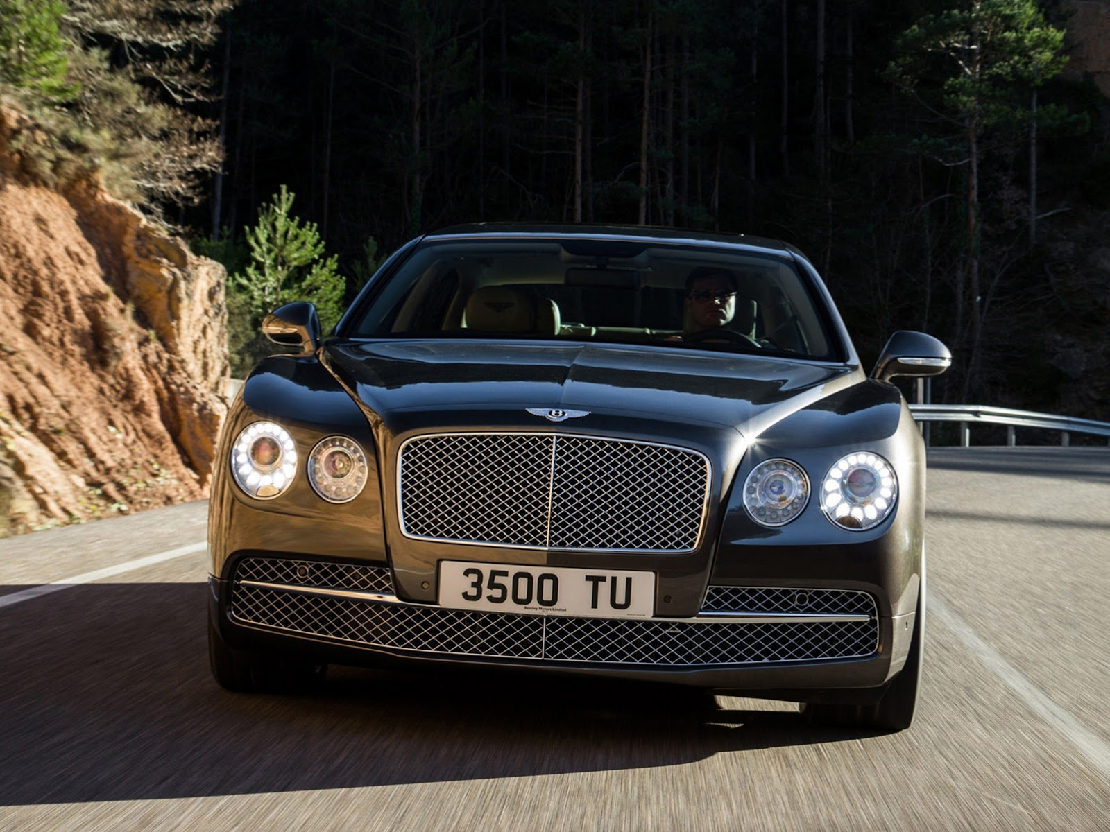 http://www.diseno-art.com/news_content/wp-content/uploads/2013/02/2014-Bentley-Continental-Flying-Spur-4.jpg