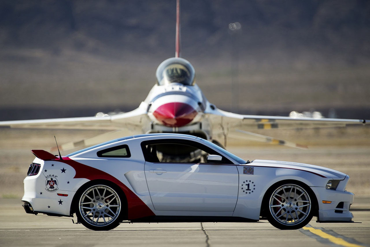 US-Air-Force-Thunderbirds-Edition-2014-Ford-Mustang-GT-5.jpg