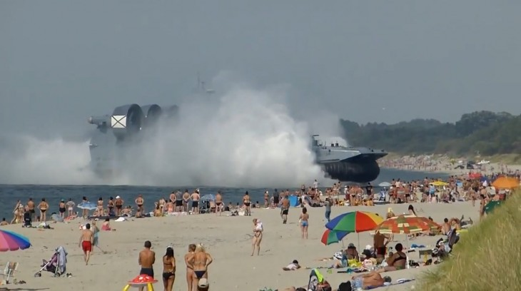 Video: 500-ton Russian Hovercraft invades busy beach