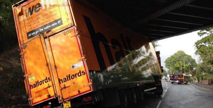 """Halfords """"we fit"""" truck stuck underbridge"""