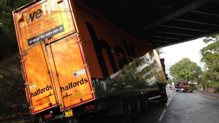 "Truck with the words ""We Fit"" gets stuck under a bridge in London"